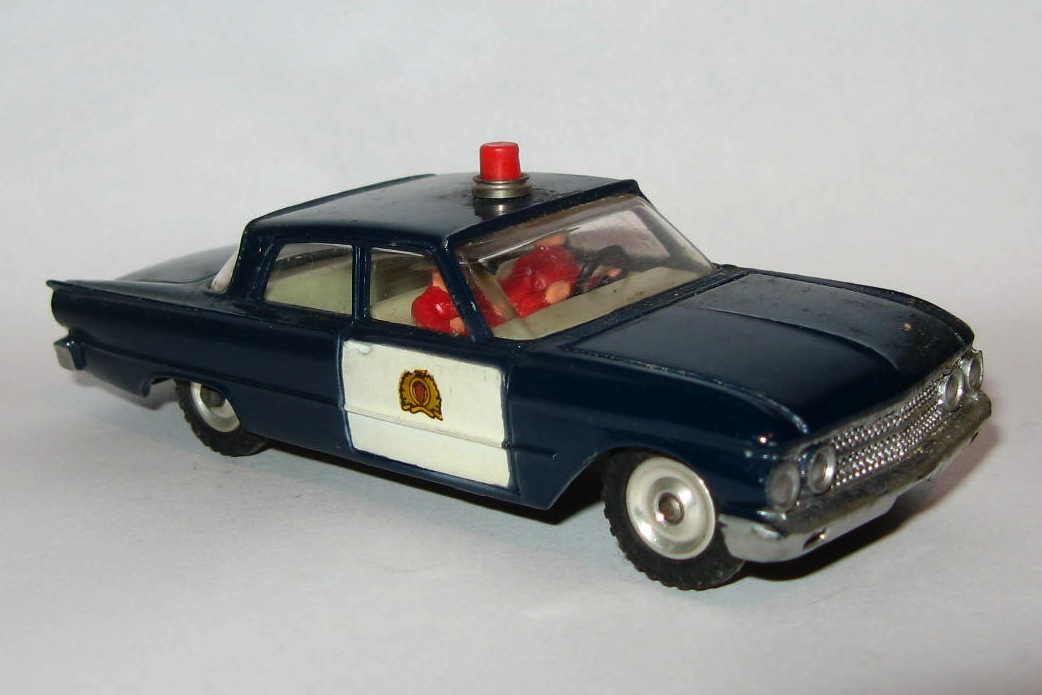 264 FORD FAIRLANE RCMP POLICE CAR.jpg