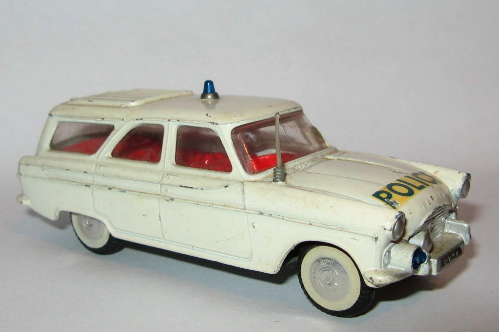 419 FORD ZEPHYR MOTORWAY CAR.jpg