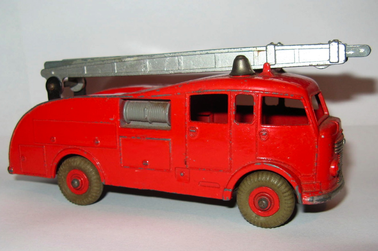 955 FIRE ENGINE.jpg